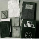 Von Detlef Bremer am 7. Mai 1988 im Lastwagen am Grenzzaun zurückgelassene Dokumente. Quelle: BStU >