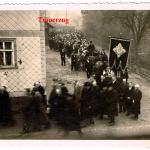 Die Beisetzung Richard Hillebrands fand unter großer Anteilnahme der Ortsansässigen statt>