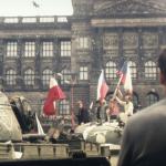 Demonstranten auf sowjetischen Panzern>